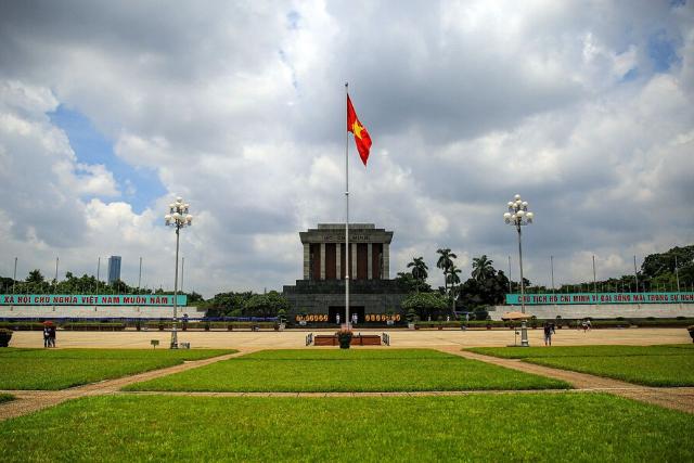 ha chi minh mausoleum - Hanoi itinerary