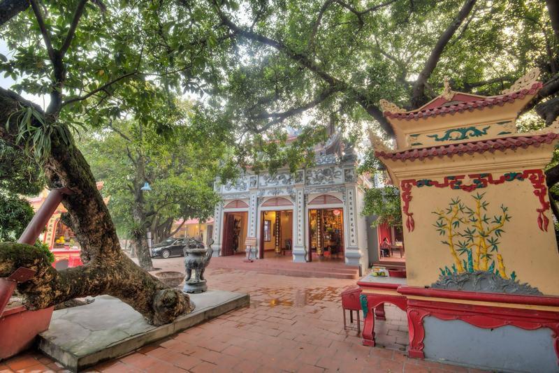 Phu Tay Ho - Pagodas in and around Hanoi